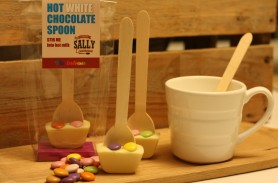 /products/white-chocolate-rainbow-hot-chocolate-spoons