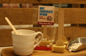 /products/white-chocolate-and-marshmallow-hot-chocolate-spoons